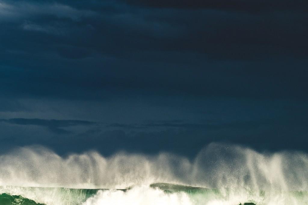 Heavy waves at Allans beach in Dunedin