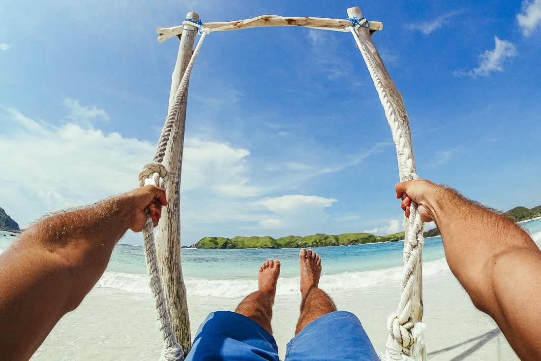 Stefan Haworth swinging on the beach of Lombok with Sony Action Cam. Photo by Sony Ambassador Stefan Haworth