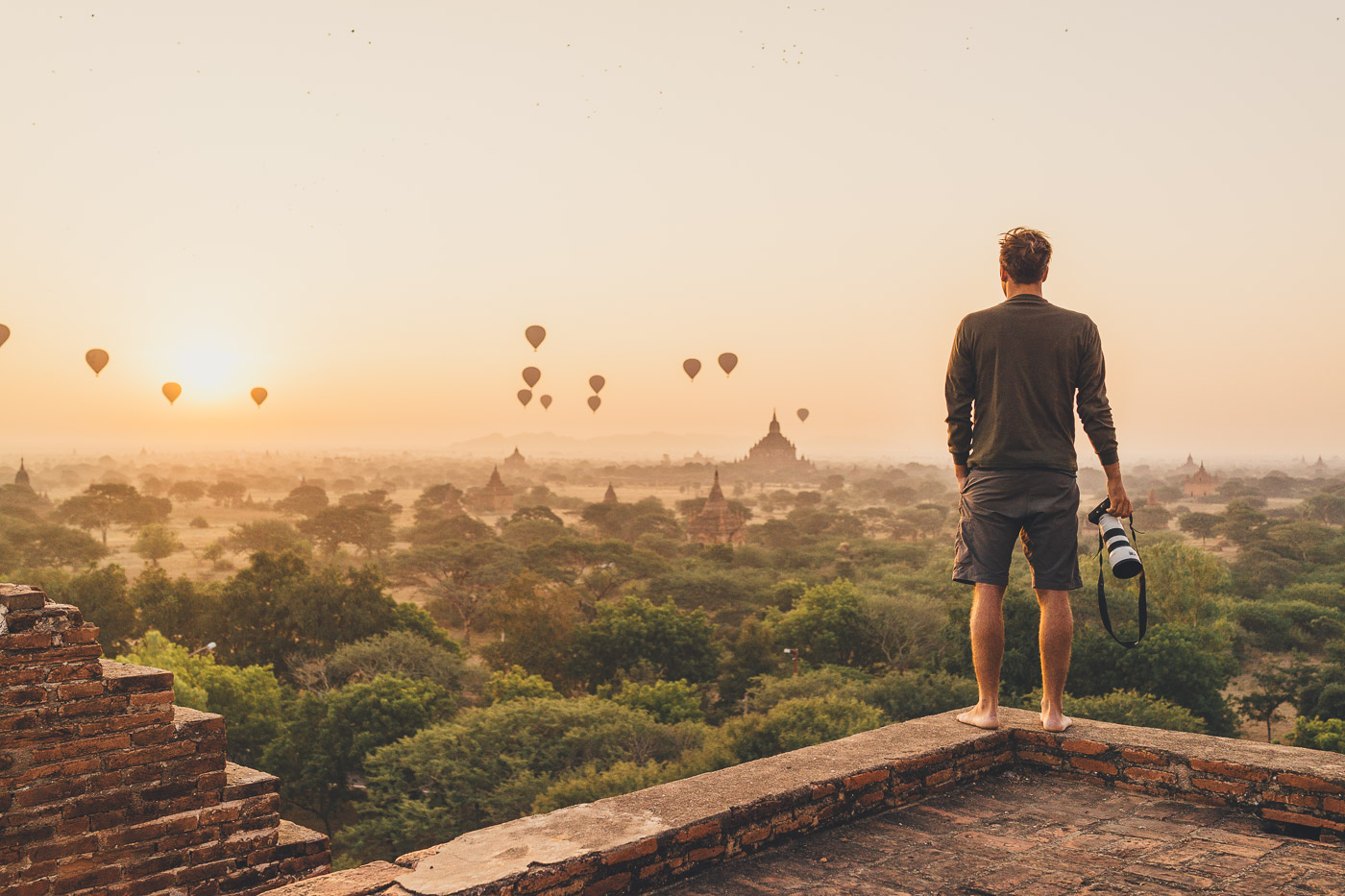 Stefan Haworth photographing balloons flying over Bagan in Myanmar with Sony a7rII and FE 16-35mm f/4
