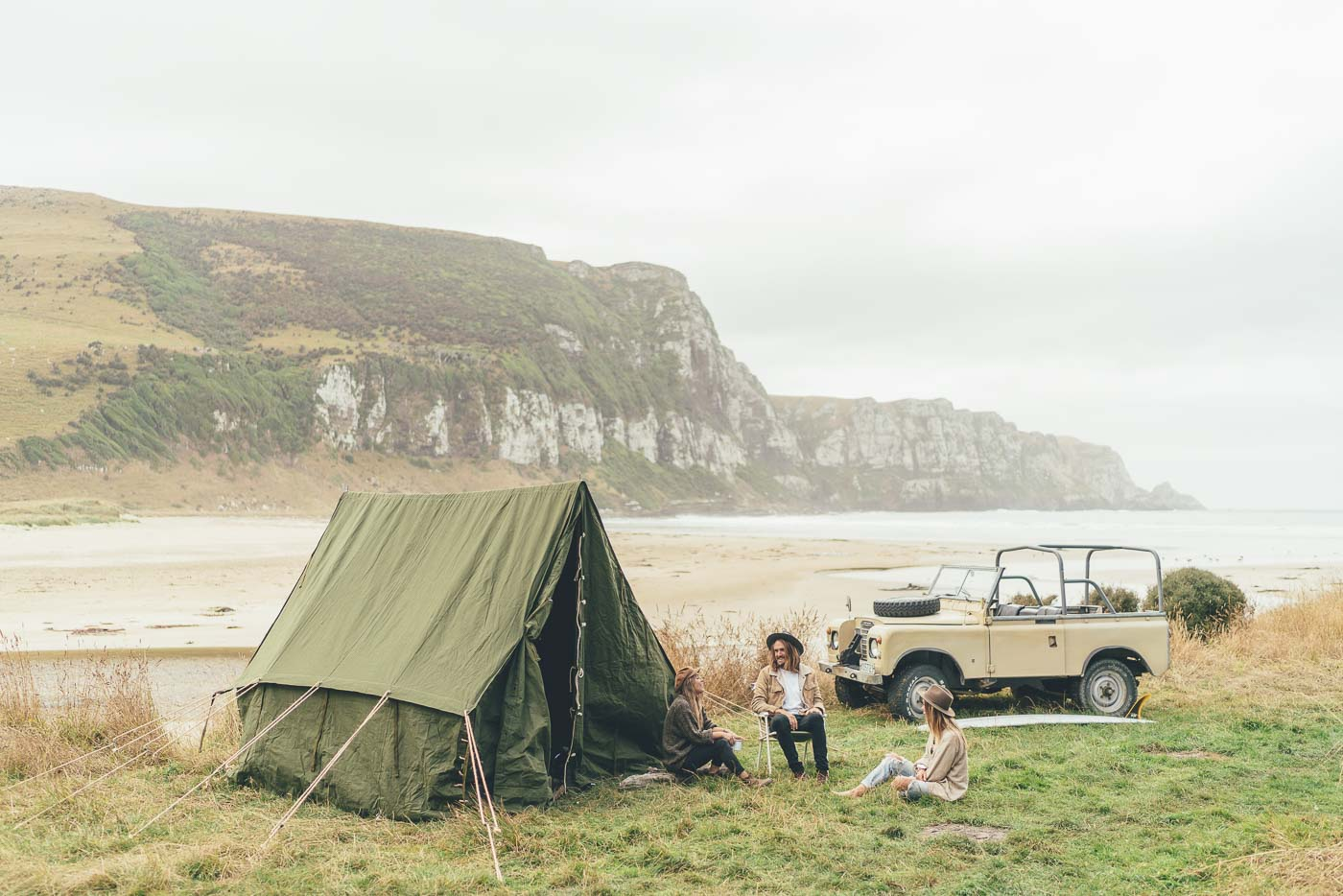 Camping at the beach with land Rover in New Zealand on the Will and Bear road trip